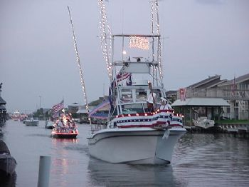 Boats travling down Tarpon canal